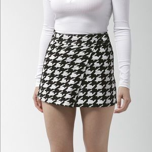 Houndstooth Wrap Mini Skirt NWT | Size: Small